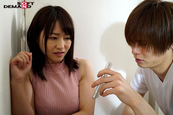 """【蜗牛扑克】SDMU-932 :人妻""""加藤沙季""""偶遇前男友,拿出两人爱爱的视频被迫跪舔!"""
