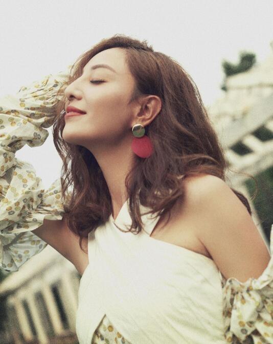 【蜗牛扑克】郑希怡 《音乐先锋榜》2009年度颁奖典礼 – 先锋跳舞女歌手美照分享及个人资料