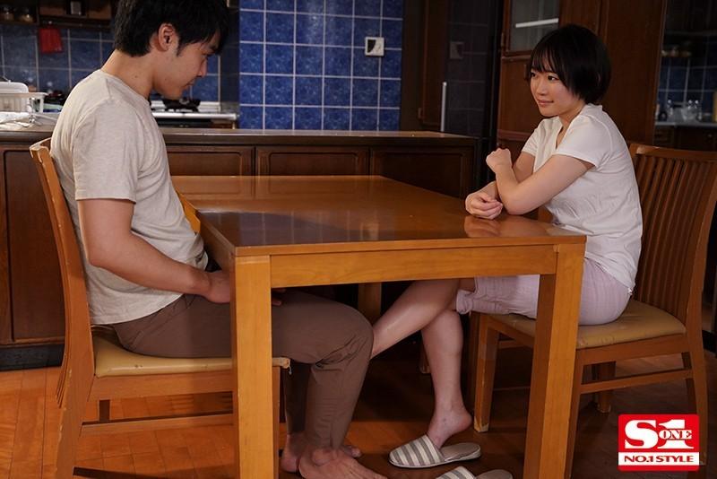 """【蜗牛扑克】欧尼酱想看我的胸吧?小恶魔继妹""""架乃ゆら""""趁父母不在勾引哥哥"""