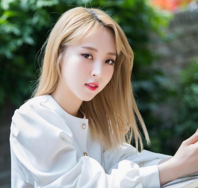 【蜗牛扑克】文星伊 韩国女子演唱团体MAMAMOO成员美照分享及个人资料