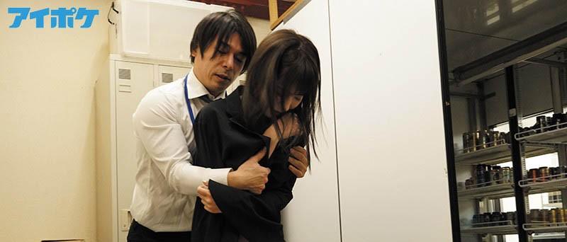 """【蜗牛扑克】偷保险套被发现!""""桃乃木かな""""被店长囚禁在仓库随时进入"""