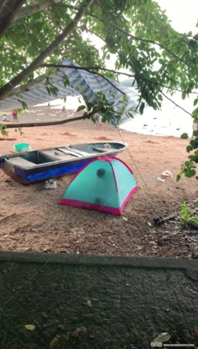 【蜗牛扑克】沙滩帐篷内疑打野战叫床声超大!竟被路人拍下全过程!