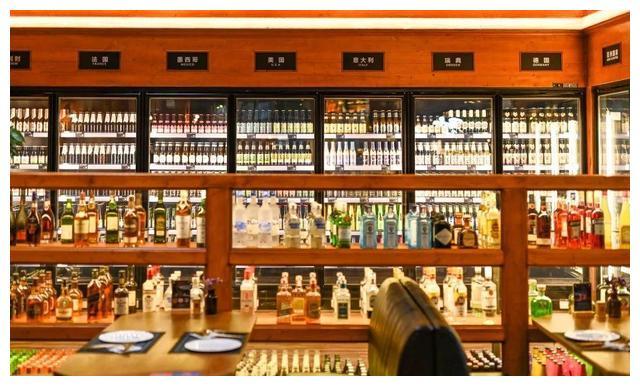 【蜗牛扑克】岭南天地新晋网红,送鸡尾酒,550m2酒水博物馆,我能呆12小时