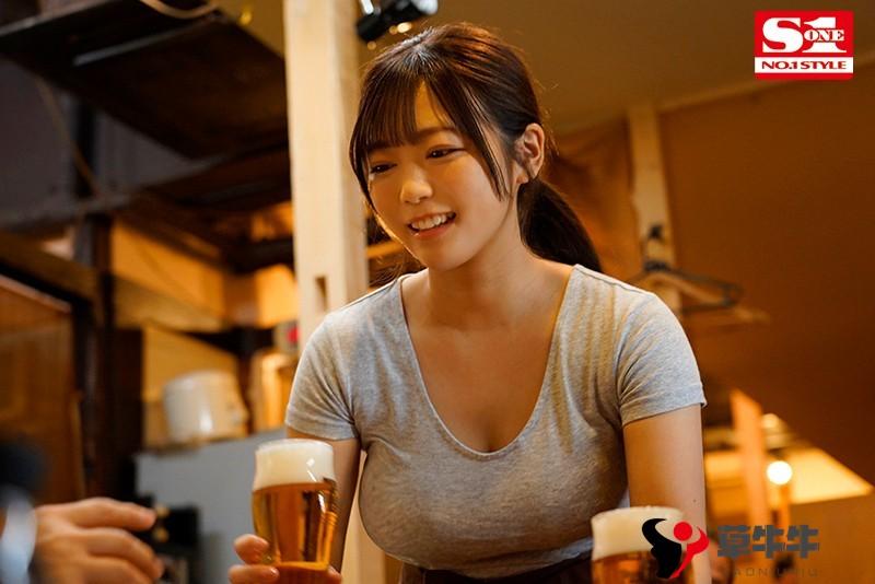 """【蜗牛扑克】居酒屋巨乳店员""""羽咲みはる""""求老板借宿,当然要献上身体啦!"""