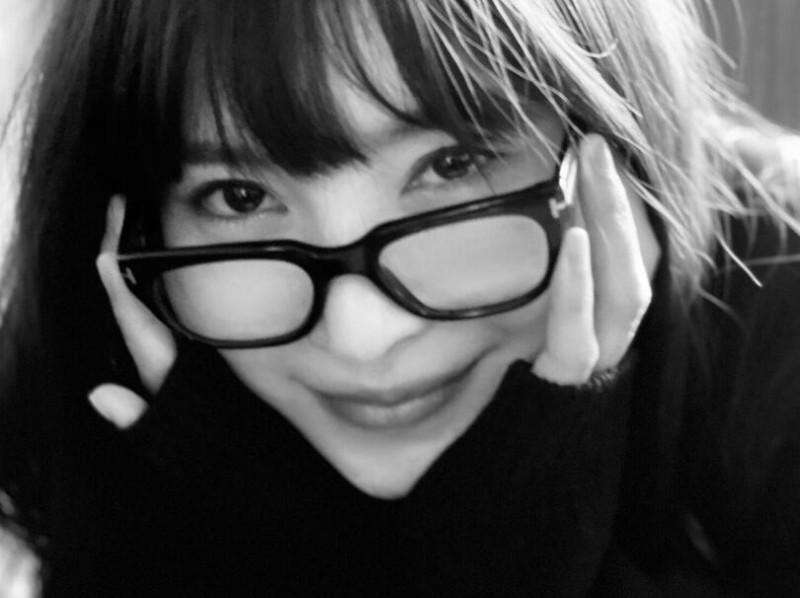 【蜗牛扑克】腰窝女神小野夕子(葵)本月登上周刊献身火辣写真!