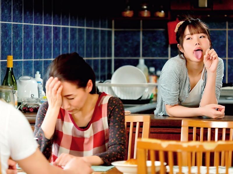 """【蜗牛扑克】放荡小婊妹""""松本いちか""""学会口教后就一直摆出舔舔表情勾引表哥"""
