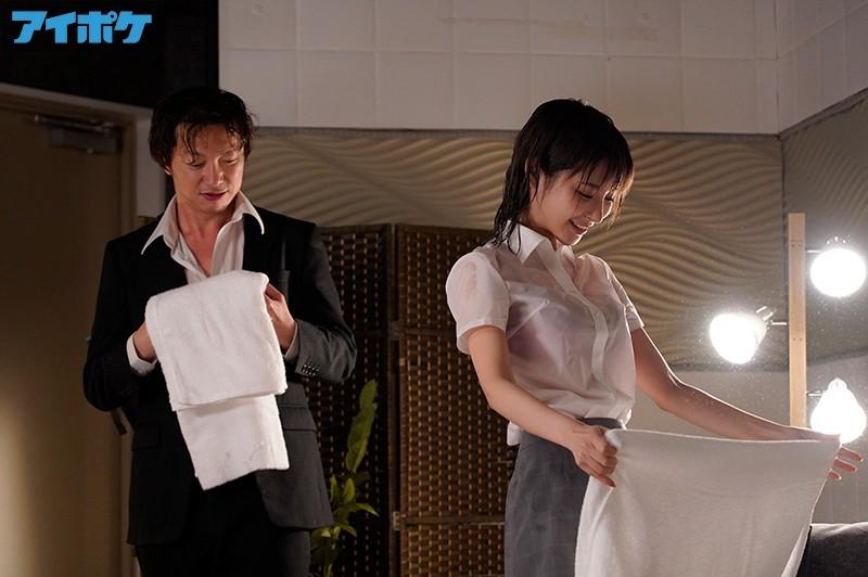 """【蜗牛扑克】女上司""""桃乃木かな""""和童贞下属被台风困住 只能好心帮他破处"""