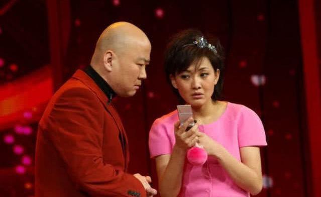 【蜗牛扑克】上过22次春晚, 因说错一句话无戏可演, 53岁拍视频成网红