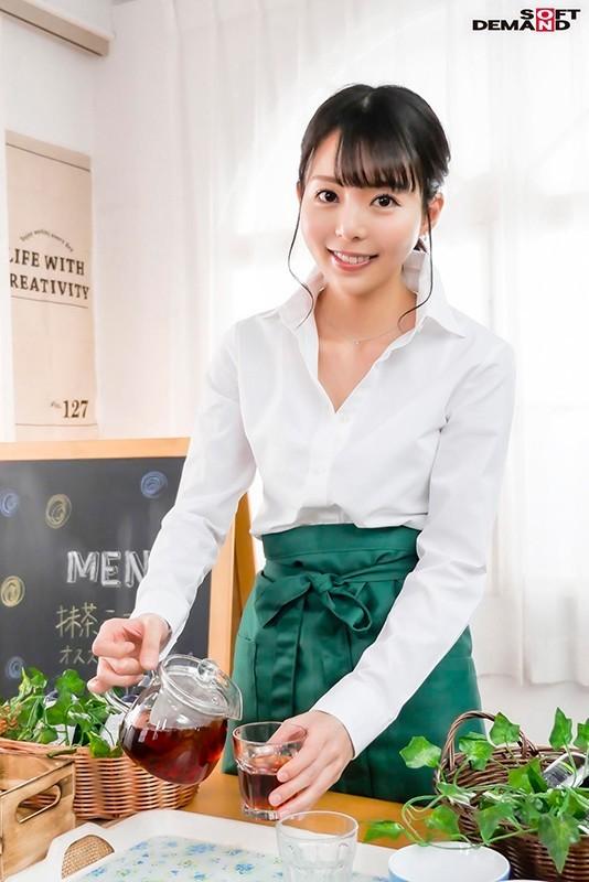 【蜗牛扑克】性感带在膝盖!在咖啡厅打工的她要在30岁前体会高潮的滋味! …